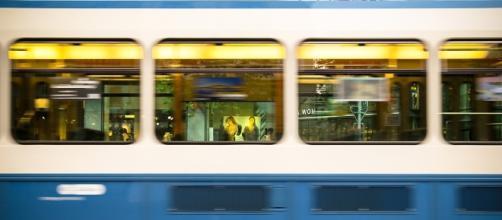 Viaggiava da sola su un carrozza di un treno la 16 enne aggredita e violentata da 2 nordafricani. Foto: pixabay.