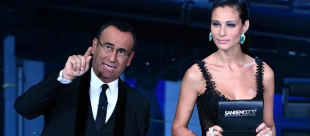 Carlo Conti in compagnia della bellissima Marica Pellegrinelli (fonte http://tvzap.kataweb.it)