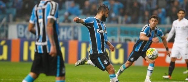 Douglas é uma das baixas do Grêmio
