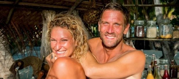 Sie freuen sich: Die werdenen Eltern Janni (26) und Peer (41) / Foto: RTL