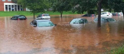 Em algumas regiões, ruas ficam cobertas pela água depois de muita chuva - blogspot.com