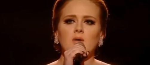 La cantante Adele, 5 nomination ai Grammy Awards 2017