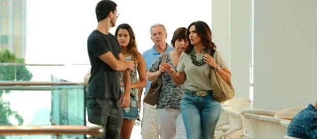 Fátima Bernardes passeou um pouco com a família