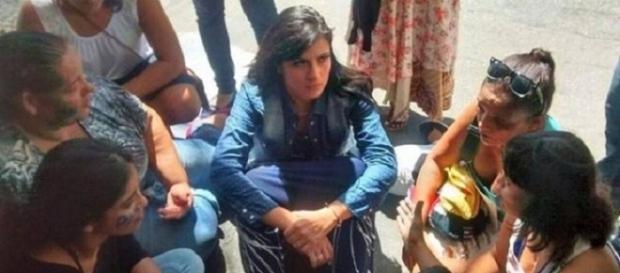 Fernanda Brum foi à manifestação de esposas de PMs (Foto: Reprodução)