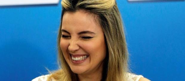 Marcela Temer se assusta com informações sobre clonagem de celular