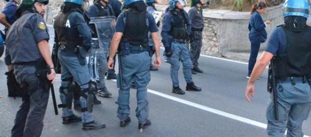 Stretta del governo sulla sicurezza: introdotto Daspo urbano - lastampa.it