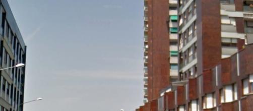 16enne si getta dal balcone durante la perquisizione domiciliare