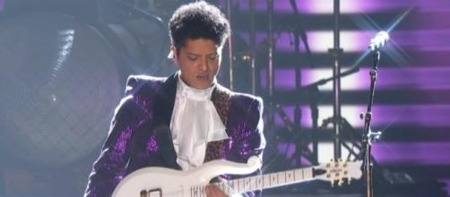 Bruno Mars' Prince tribute was scary and fantastic. - CBS