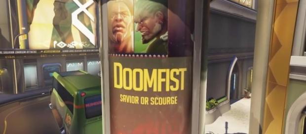 Anúncio com Doomfist aparece no mapa Numbani.