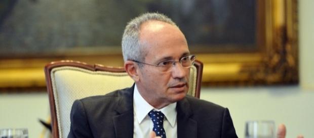 Em entrevista, Paulo Hartung afirmou que não pode aumentar salário dos PMs para não comprometer orçamento.