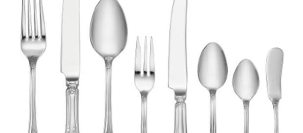 Um ingrediente simples e barato pode dar vida as suas peças de prata em 20 minutos