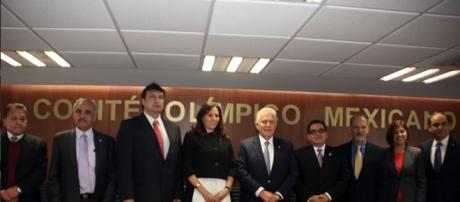 COM y Chicanos por la Causa firma acuerdo de colaboración deportiva