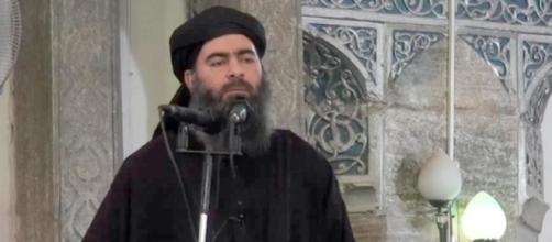 Abu Bakr al-Baghdadi, leader supremo dell'Isis, sarebbe stato gravemente ferito in un raid dell'aviazione irachena
