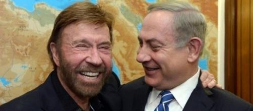 Chuck Norris ao lado de Benjamin Netanyahu (Via:Guiame)