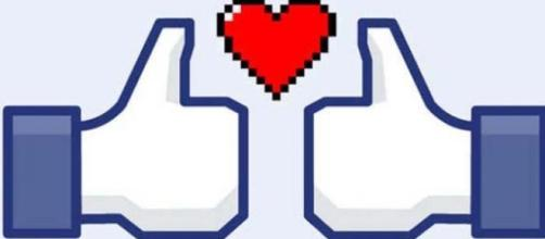 Facebook like love. Amor virtual