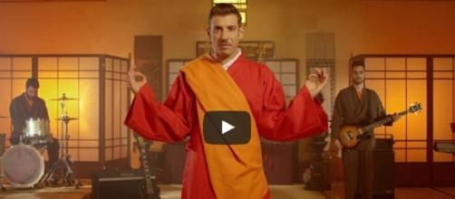 """Il video di """"Occidentali's karma"""" ha già milioni di visualizzazioni"""
