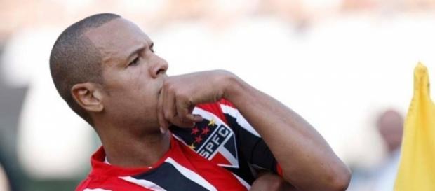 Luis Fabiano tem como maior inspiração o baixinho Romário
