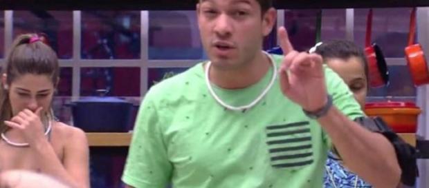 Luiz Felipe do BBB17 afirmou que já agrediu a ex-namorada.
