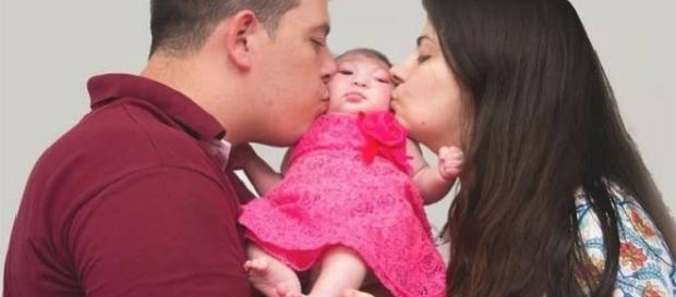 Pais contam com ajuda de doações para filha doente fazer cirurgia