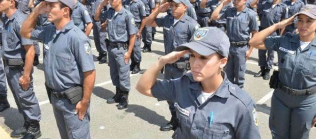 Soldados da PM-ES recém-formados reclamam de trabalho escravo.