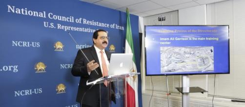 Alireza Jafarzadeh, deputy director at the NCRI, speaking to reporters about the terrorist training centers of the IRGC Photo credit: Valter Schleder