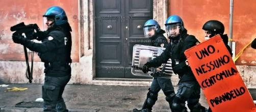 Incidenti manifestanti polizia | Stefano Montesi Photojournalist ... - photoshelter.com
