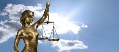 Payer pour les frais de justice du maire de Givors ne plait pas à tous - mygodpictures.com