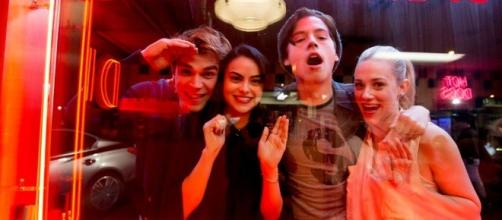 """Riverdale"", o novo hit drama adolescente será exibido pela Warner Channel."