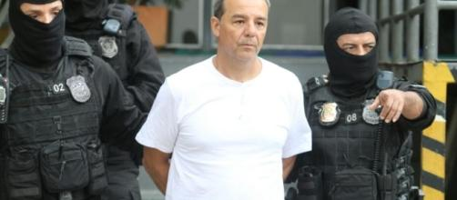Sérgio Cabral sendo conduzido à prisão