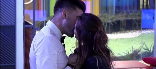 Así ha sido el beso de Ivonne y Sergio.