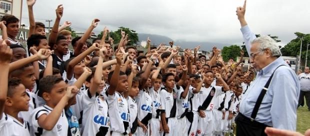 Base do Vasco vem perdendo jogadores para os rivais… | Flickr - flickr.com