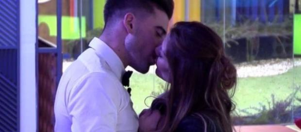 el gran beso más esperado y menos deseado de la edición