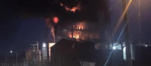 Incêndio iniciou por volta das 20h30min.