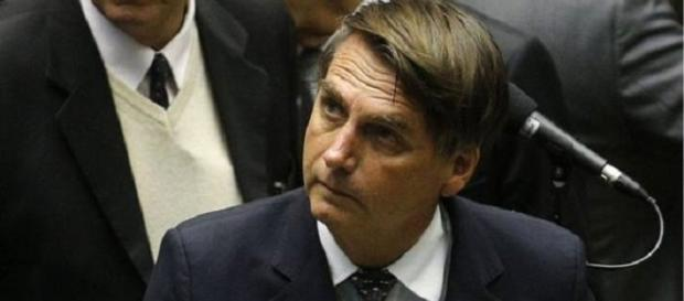 Jair Bolsonaro votou contra a perda de mandado para quem troca de partido