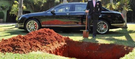 Jovem ficou enterrado por 24 horas