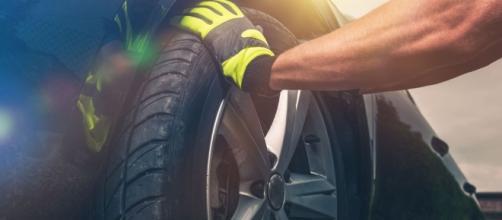 É preciso saber a hora certa de trocar os pneus do seu carro.