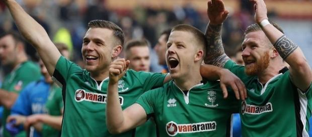 FA Cup: Sean Raggett heads Lincoln ahead against Burnley - BBC Sport - bbc.co.uk