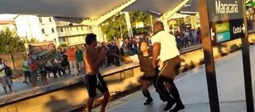 Na imagem é possível ver o momento em que a briga se iniciou.