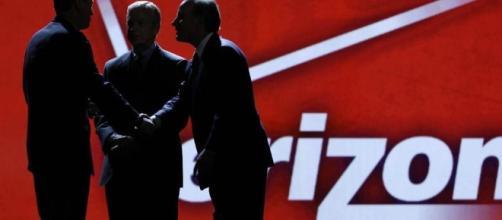 Verizon sta riconsiderando l'accordo con Yahoo! - La Stampa - lastampa.it