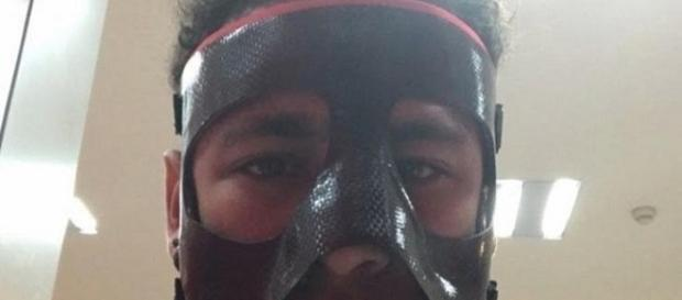 O jogador Neymar publicou uma foto de máscara (Foto: Reprodução/Instagram)