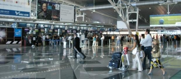 Senador é hostilizado em aeroporto