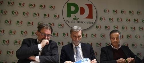 Graziano Delrio (al centro) e Michele Meta (a sinistra)