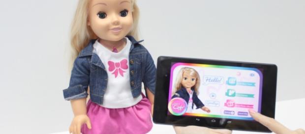 """A boneca """"Minha amiga Cayla"""" traz riscos de espionagem"""