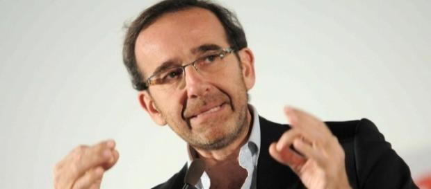 Il viceministro dei Trasporti Riccardo Nencini ha annunciato l'arrivo del nuovo documento unico per circolazione e proprietà dell'auto.