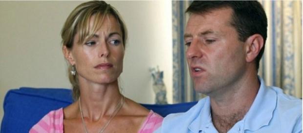 Kate e Gerry McCann procuram por filha desaparecida