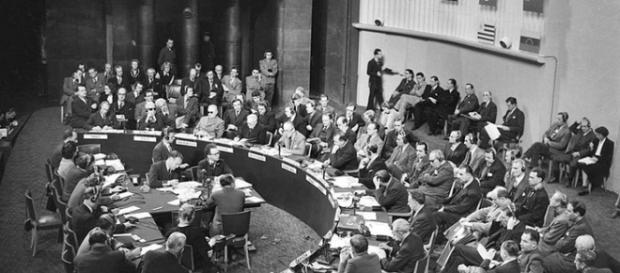 Verabschiedung der Menschenrechtserklärung 1948(Bild von planet-wissen.de)