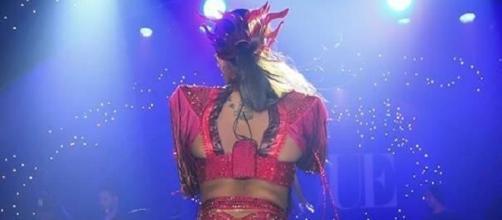 Anitta encantou o baile da Vogue com sua fantasia ousada