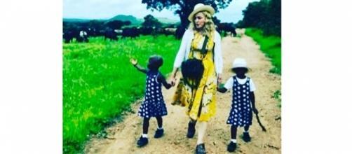 Madonna: Le père des jumelles Esther et Stella n'a pas autorisé leur adoption!