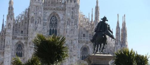 Milano: bruciate tre palme in Piazza Duomo.