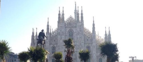 Milano, parzialmente bruciate tre palme in piazza Duomo - catanialivenews.com
